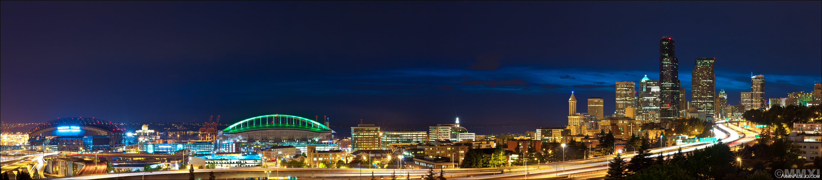 Panorama of Seattle at night from Jose Rizal Park